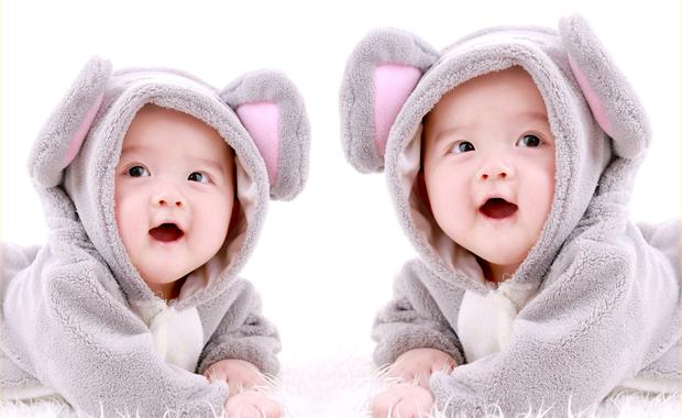 Les Bébés Filles Jumeaux : Baby be enceinte de jumeaux quelles particularités